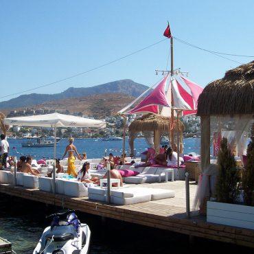 Lola Beach Club